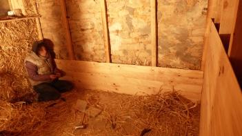 lambris et isolation paille sur les murs en pierre